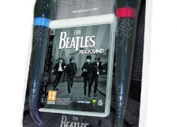PS3: The Beatles Rock Band inkl. Mikrophone für 24,99€ inkl. Versand